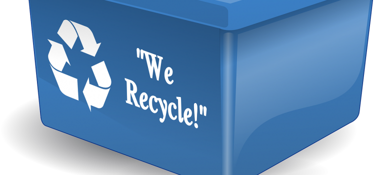 A box with a ''We recycle'' saying.