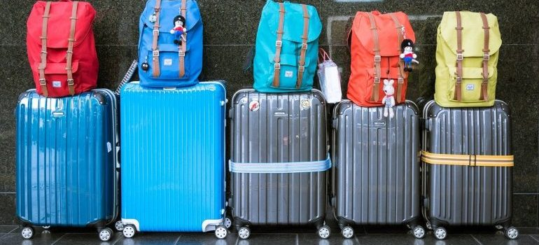 Wheeled suitcases are the items you can use instead of professional supplies when moving.