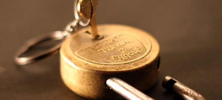 lock and key to store your valuables while traveling